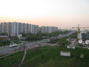 Вдоль Варшавского шоссе уложили рулонный газон