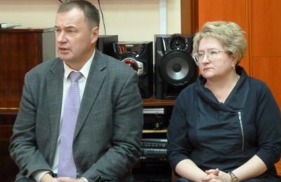 Капитальный ремонт - это тема новая и сложная для депутатов - Абрамов-Бубненков (слева)