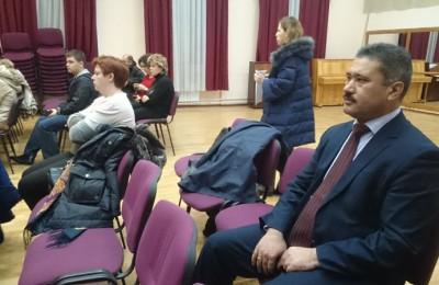 Депутат муниципального округа Чертаново Северное Назиржон Абдуганиев прокомментировал предложение о разработке критериев оценки молодых педагогов