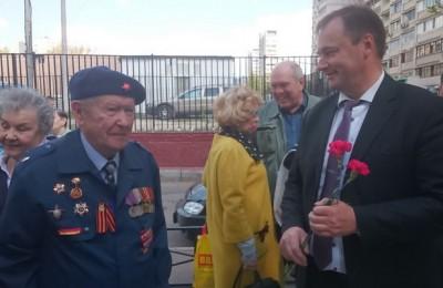 Глава муниципального округа Чертаново Северное Борис Абрамов-Бубненков поздравил жителей с Днем Победы