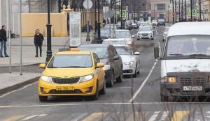 17 таксомоторных компаний Москвы в День Победы будут возить ветеранов бесплатно