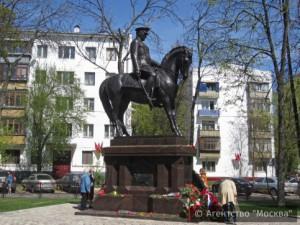 Памятник маршалу Рокоссовскому москвичи назвали лучшим монументом прошлого года