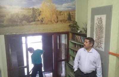 Назиржон Абдуганиев осмотрел подъезды в жилом доме