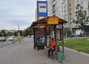 Автобусная остановка в районе Нагатино-Садовники
