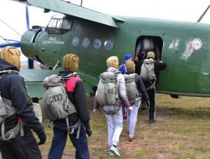 Участники парашютного клуба в ЮАО