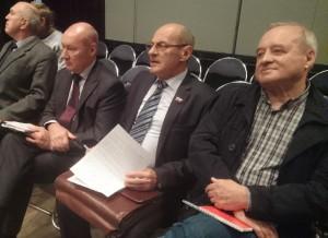 Депутат муниципального округа Чертаново Северное Владимир Лебедев (второй справа)