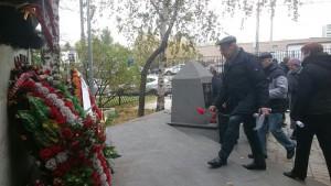 Возложение цветов к памятнику летчикам