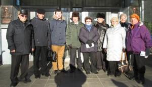 Председатель молодежной палаты Алексей Лукоянов проверил сохранность мемориальных досок вместе с Советом ветеранов