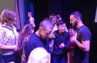 Зрители с актёром Кириллом Дегтярем (крайний справа)