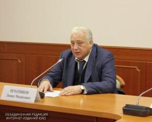 Заместитель мэра по вопросам социального развития Леонид Печатников