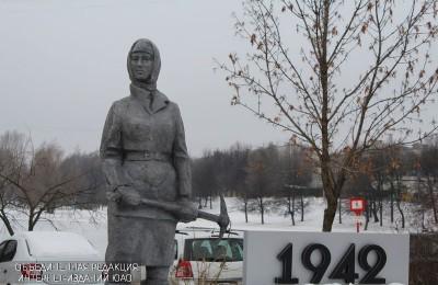 Памятник женщинам, расположенный в районе Чертаново Центральное