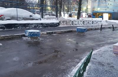 Очищенный от снега двор