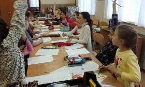 Жители района Чертаново Северное рисуют открытки своим близким