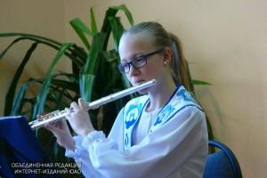 Флейтистка и гитаристка музыкального института сыграют на концерте в библиотеке №151