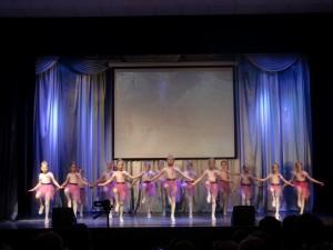 Воспитанницы хореографической студии показали танцевальные номера на отчетном концерте
