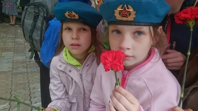 Юные жители района на митинге 22 июня