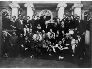 Станиславский с труппой театра-студии в Леонтьевском переулке