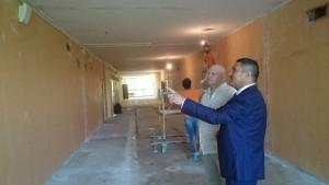 Назиржон Абдуганиев на осмотре ремонтных работ