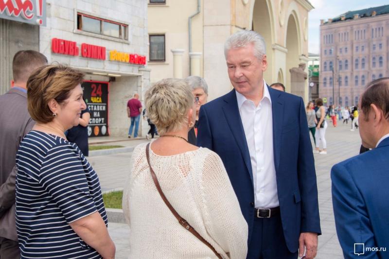 Собянин осмотрел итоги благоустройства улиц Житная и Коровий Вал