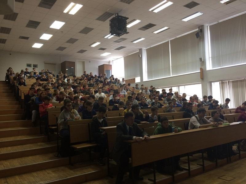 Девятиклассники лицея №1158 выступили на командной олимпиаде по программированию