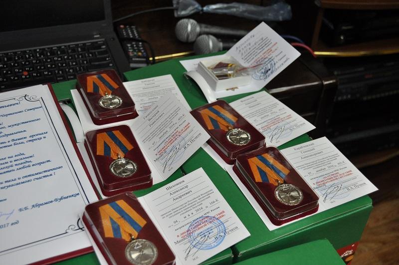 Ликвидаторам последствий аварии на Чернобыльской АЭС вручили медали и подарки
