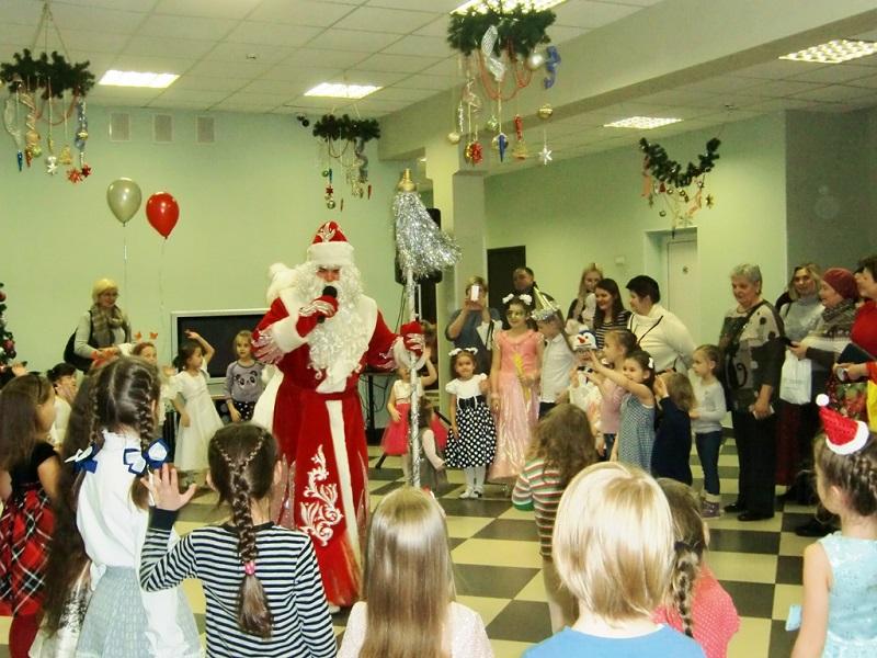 Праздник зажжения огоньков новогодней елки прошел в ЦВР «На Сумском»