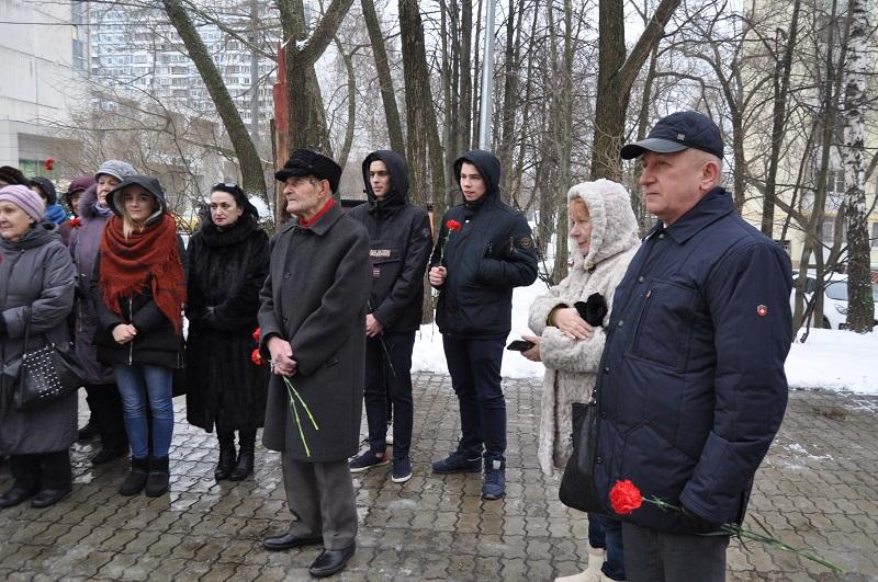 У памятника погибшим летчикам прошел митинг
