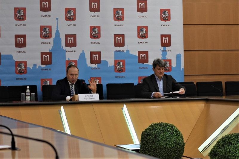 Фото с пресс-конференции руководителя столичного Департамента строительства Андрея Бочкарева