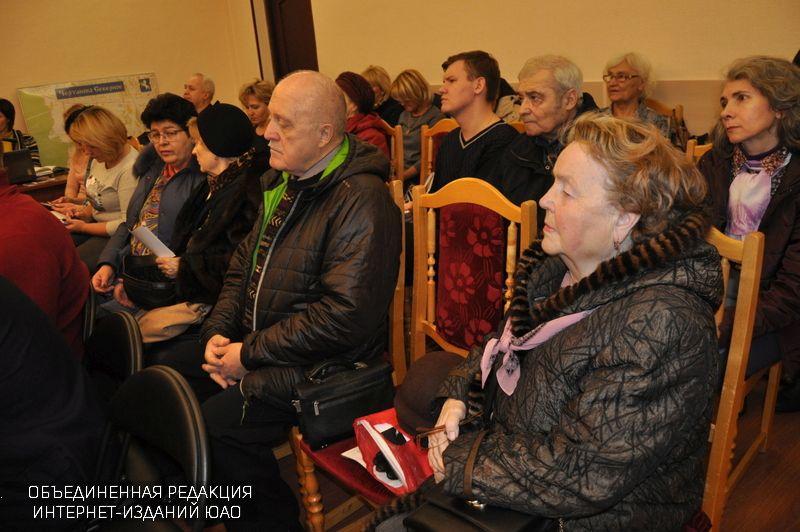Фото с декабрьской встречи главы управы с жителями
