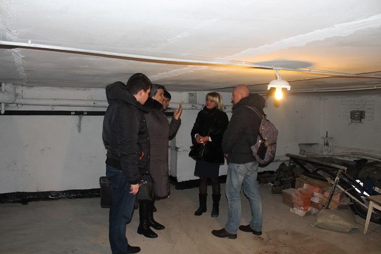 Депутаты проверили результаты капитального ремонта в двух домах района