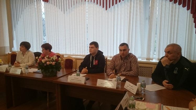 Алексей Лукоянов и участники круглого стола