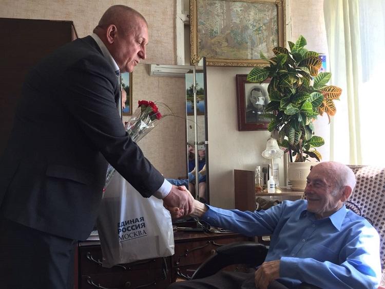 Встреча Лазаря Раппопорта с депутатом А. Тозиком в мае 2018 года
