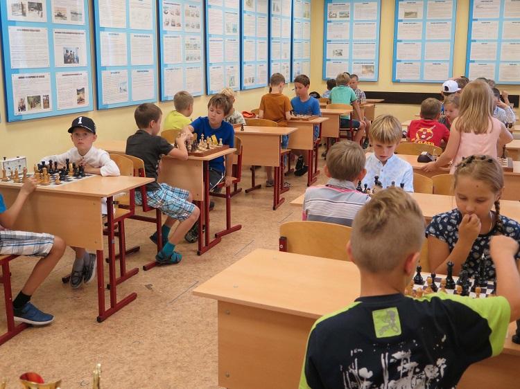 В детском шахматном лагере