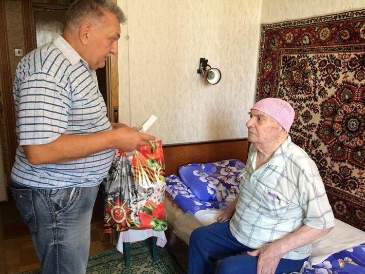 Алексей Бондаренко поздравил ветеранов района с 75-летней годовщиной Курской битвы