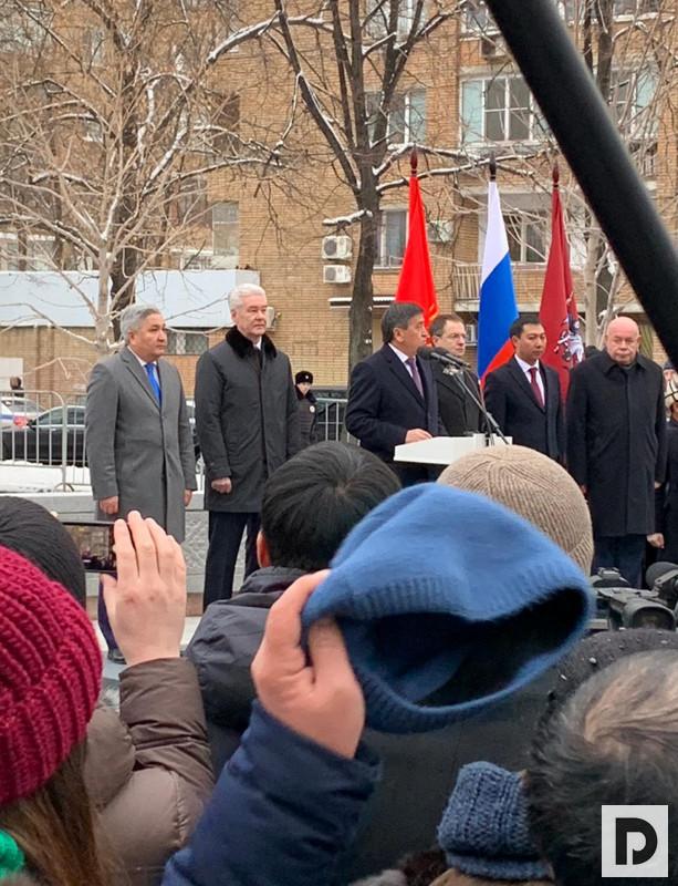 На открытии памятника Чингизу Айтматову