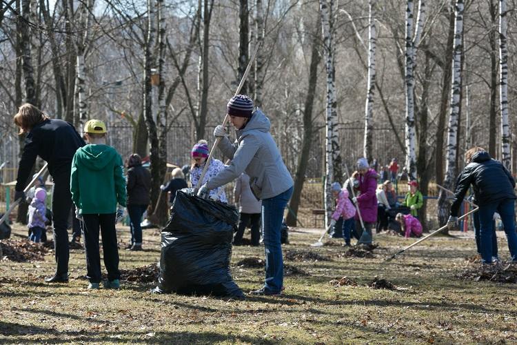Участники субботника приведут в порядок территории Школьного парка и сквера «Чертановское подворье»